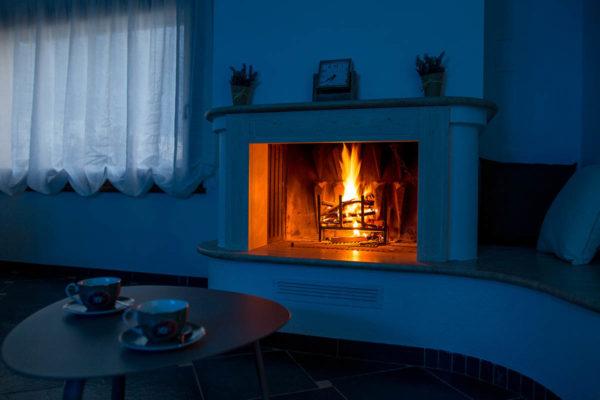 Casa-Vacanze-soggiorno-con-camino2