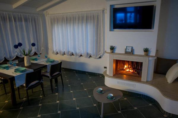 Casa-Vacanze-soggiorno-con-camino3