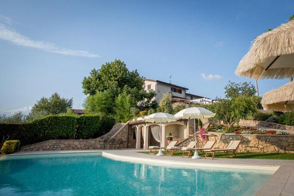 Usignolo-Vacanze-in-Umbria-piscina